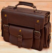 неклассический  мужской портфель коньячного цвета