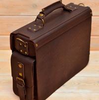 мужской портфель ручной работы коньячного цвета