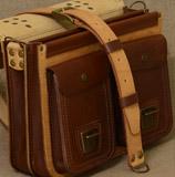 бежево-коричневый кожаный портфель