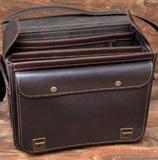большой желтый мужской портфель портфель - вид сверху