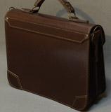коричневый неклассический портфель