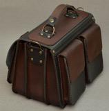 Кожаная сумка средних размеров на 3 отделения