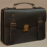 небольшой черный портфель