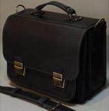 Вместительный  черный портфель