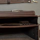Вместительный  коричневый портфель