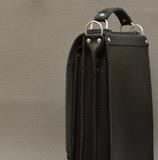 кожаный портфель вертикальной компоновки