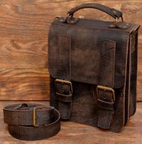 компактная коричневая сумка