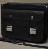черный кожаный портфель с серебристой фурнитурой