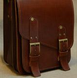вертикальный портфель коньячного цвета