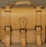 Большой оригинальный бежевый портфель
