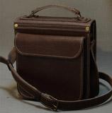 Кожаный портфель на 2 отделения и задний карман на магнитах