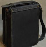 мужской портфель вертикальной компоновки
