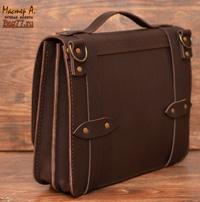 коричневый мужской портфель