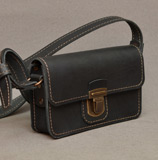 Небольшая строгая женская сумочка