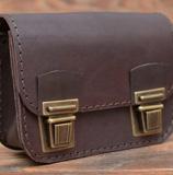Небольшая коричневая поясная сумка