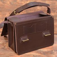 Оригинальная коричневая сумка на рамках