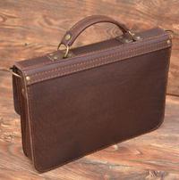 Компактный коричневый портфель