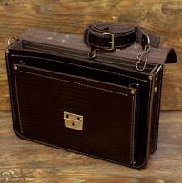 Легкий темнокоричневый портфель под рептилию