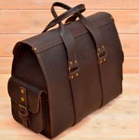 Коричневая кожаная дорожная сумка