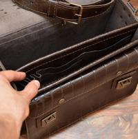 Вместительный коричневый портфель под рептилию
