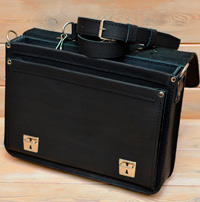 Черный кожаный портфель с усиленной боковиной
