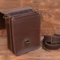 Компактная коричневая кожаная сумка