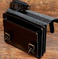 Классический черный портфель под рептилию