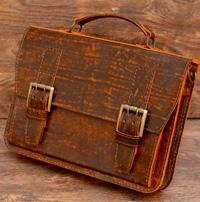Яркий компактный портфель из состаренной кожи