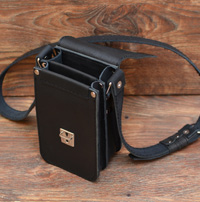 Небольшая черная сумочка через плечо