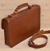 Лаконичный кожаный коньячный портфель