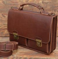 Стильный лаконичный портфель коньячного цвета