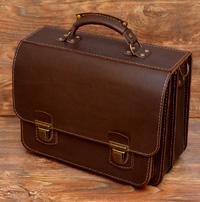 Вместительный коричневый мужской портфель