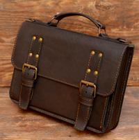 Компактный портфель горькошоколадного цвета