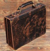 Крупный портфель из состаренной черно-коньячной кожи
