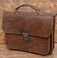 Лаконичный портфель из матерой состаренной кожи