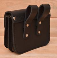Черная кожаная сумка-болтанка