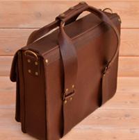 Оригинальная сумка из толстой коричневой кожи