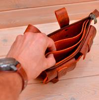 Оригинальная яркая поясная сумка