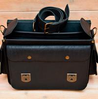 Черный кожаный портфель с боковыми карманами