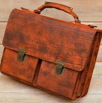 Яркий портфель из состаренной кожи
