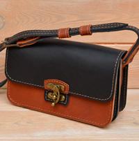 Небольшая двухцветная женская сумочка