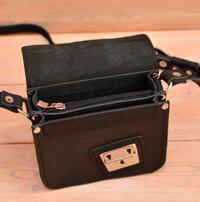 Небольшая черная сумочка на 2 отделения